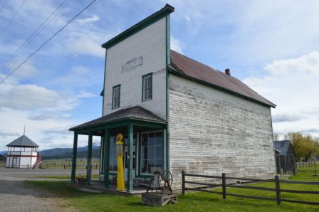 picture of general store at Roseberry, Idaho
